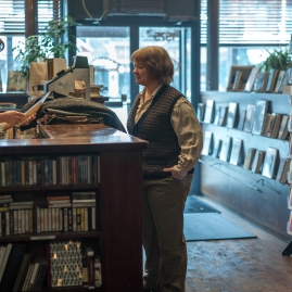 """Dolly Wells as """"Anna"""" and Melissa McCarthy as """"Lee Israel"""" in the film CAN YOU EVER FORGIVE ME? Photo by Mary Cybulski. © 2018 Twentieth Century Fox Film Corporation All Rights Reserved"""