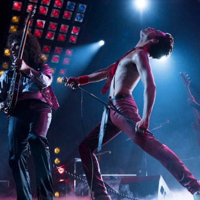DF-11915_R2 – L-R: Gwilym Lee (Brian May), Rami Malek (Freddie Mercury), and Joe Mazzello (John Deacon) star in Twentieth Century Fox's BOHEMIAN RHAPSODY. Photo Credit: Courtesy Twentieth Century Fox.