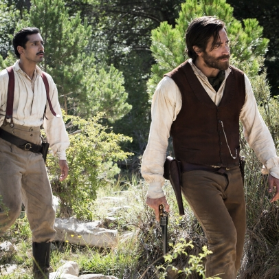 "Riz Ahmed (left) stars as ""Hermann Kermit Warm"" and Jake Gyllenhaal (right) stars as ""Morris"" in Jacques Audiard's THE SISTERS BROTHERS, an Annapurna Pictures release. Credit : Magali Bragard / Annapurna Pictures"